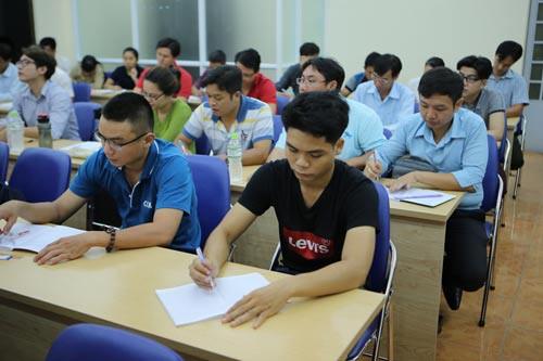 Xây dựng quỹ học bổng cho công nhân đi học - Ảnh 1.