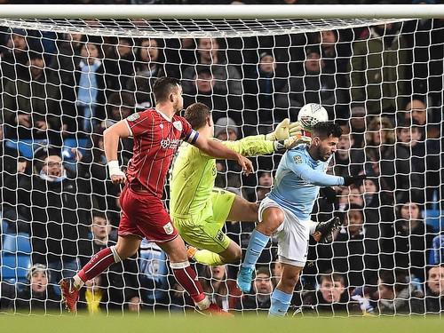 Thắng nghẹt thở Bristol City, Man City mơ chung kết League Cup - Ảnh 6.