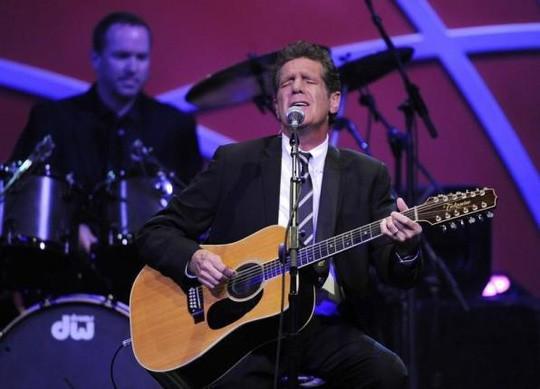 Vợ cố nghệ sĩ Glenn Frey kiện bệnh viện điều trị cho chồng - Ảnh 2.