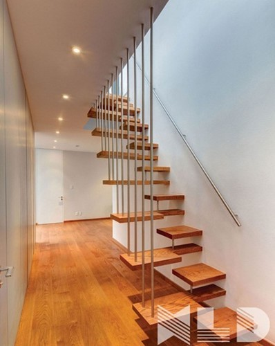 10 mẫu cầu thang gỗ đẹp hiện đại cho nhà phố chật chội - Ảnh 4.