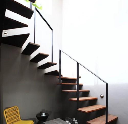 10 mẫu cầu thang gỗ đẹp hiện đại cho nhà phố chật chội - Ảnh 5.