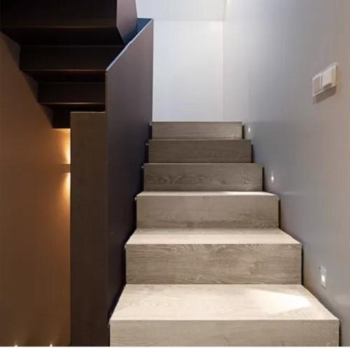 10 mẫu cầu thang gỗ đẹp hiện đại cho nhà phố chật chội - Ảnh 8.