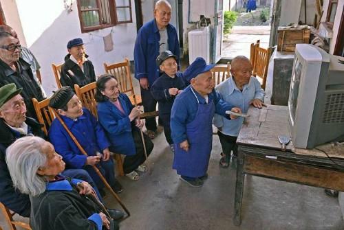 Bí ẩn về ngôi làng người lùn tại vùng cao Trung Quốc - Ảnh 1.
