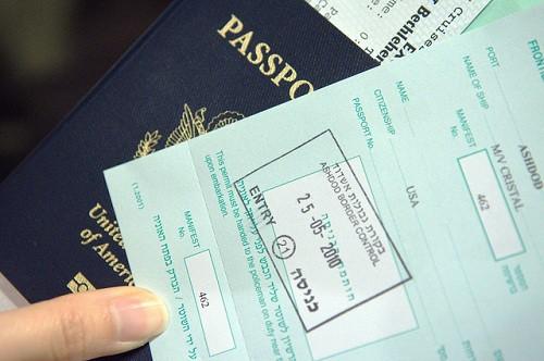 Một người có thể sở hữu tối đa bao nhiêu hộ chiếu cùng lúc? - Ảnh 1.