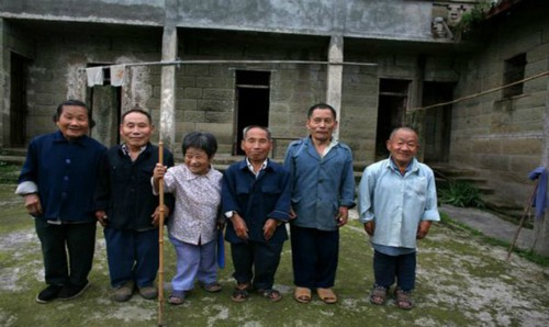 Bí ẩn về ngôi làng người lùn tại vùng cao Trung Quốc - Ảnh 8.