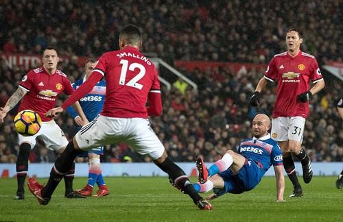 Lập 3 siêu phẩm, Man Unitedđè bẹp Stoke City ở Old Trafford - Ảnh 3.