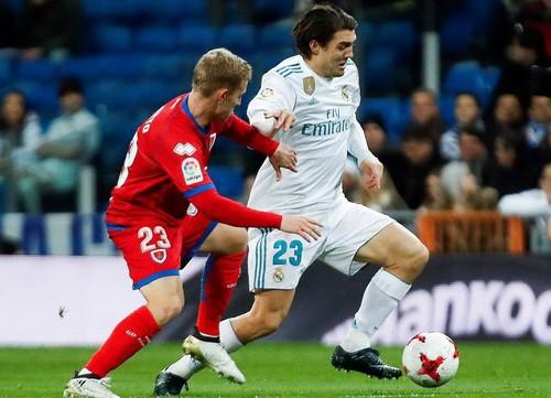 Khán giả tẩy chay, Real Madrid bị đối thủ hạng Nhất cầm chân - Ảnh 3.