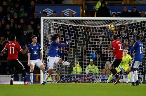 Man United trở lại ngôi nhì, Mourinho đá xoáy Scholes - Ảnh 5.