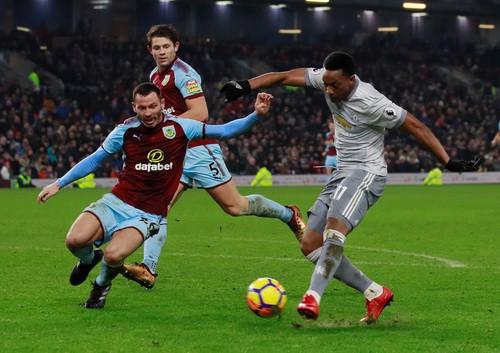 Nhấn chìm Newcastle, Man City thách thức sân cỏ Anh - Ảnh 5.