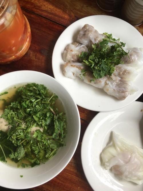 Đặc sản bánh cuốn canh Cao Bằng 'gây sốt' ở Hà Nội - Ảnh 3.