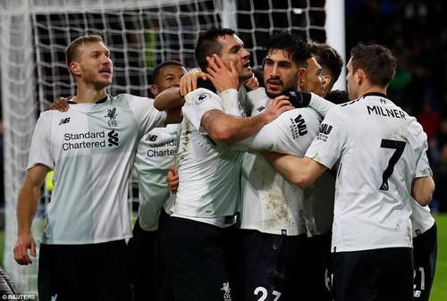 Man United trở lại ngôi nhì, Mourinho đá xoáy Scholes - Ảnh 9.