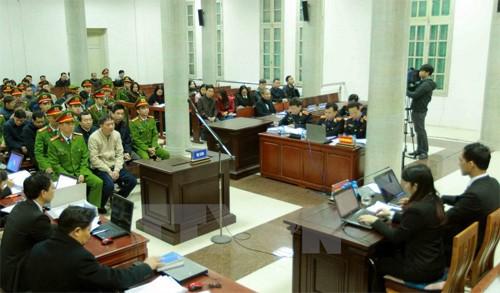 Xét xử ông Đinh La Thăng và đồng phạm: Luật sư nói tránh thành án lệ - Ảnh 1.