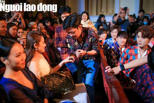 Trường Giang cầu hôn Nhã Phương tại Lễ trao Giải Mai Vàng - Ảnh 3.