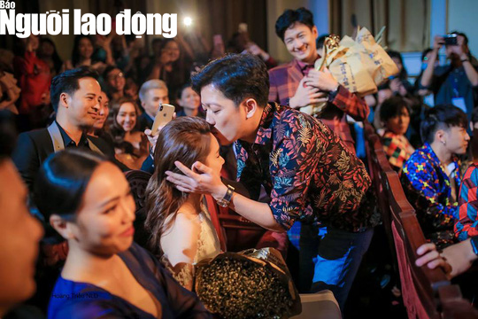 Trường Giang cầu hôn Nhã Phương tại Lễ trao Giải Mai Vàng - Ảnh 4.