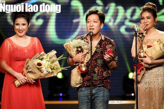 Trường Giang cầu hôn Nhã Phương tại Lễ trao Giải Mai Vàng - Ảnh 1.