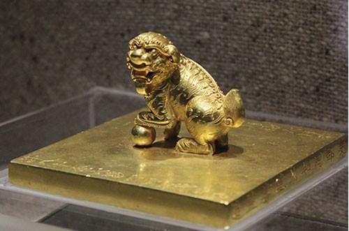 Bí ẩn những bảo vật, di sản quốc gia: Ấn vàng, ngọc tỷ - Biểu trưng quyền lực - Ảnh 1.