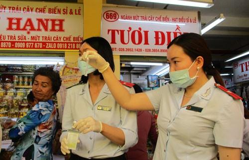 Kiểm tra thực phẩm Tết ở chợ, siêu thị - Ảnh 1.