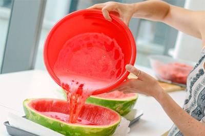 Cách làm thạch rau câu dưa hấu thơm ngon cho cả gia đình bạn - Ảnh 1.