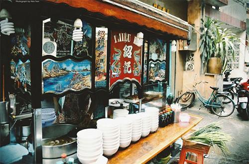 Quán hủ tiếu có thâm niên được chế biến công phu ở Sài Gòn - Ảnh 2.