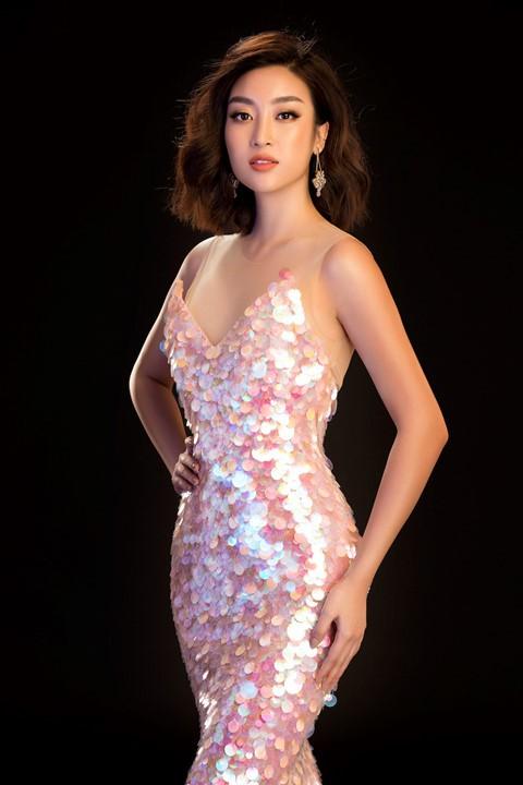 Hoa hậu Tiểu Vy diện váy hở, đọ dáng cùng Đỗ Mỹ Linh - Ảnh 7.