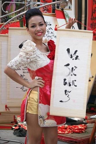 Thảm họa thời trang khi mỹ nhân Việt diện áo dài phản cảm - Ảnh 3.
