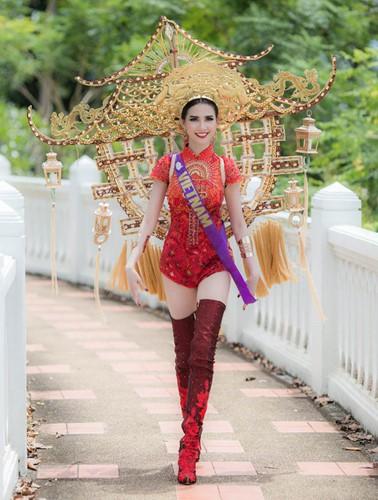 Thảm họa thời trang khi mỹ nhân Việt diện áo dài phản cảm - Ảnh 4.