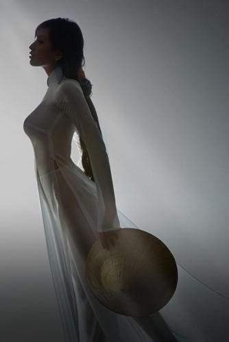Thảm họa thời trang khi mỹ nhân Việt diện áo dài phản cảm - Ảnh 7.
