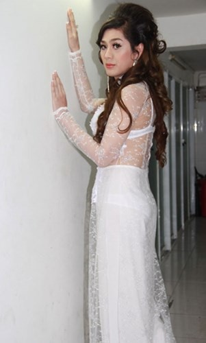 Thảm họa thời trang khi mỹ nhân Việt diện áo dài phản cảm - Ảnh 11.