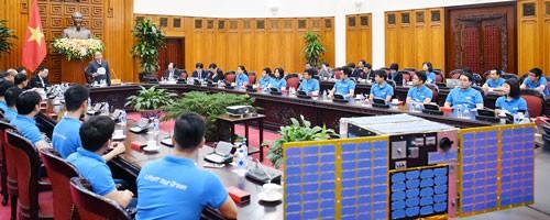 Làm chủ công nghệ vệ tinh để Việt Nam phát triển hơn - Ảnh 1.