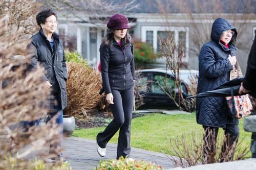 Đằng sau vụ bắt giữ nữ tướng Huawei - Ảnh 1.