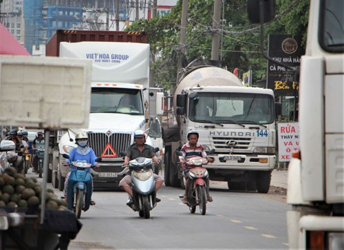 Từ vụ tai nạn giao thông kinh hoàng ở Long An: Đường hỗn hợp dễ gây thảm họa - Ảnh 1.
