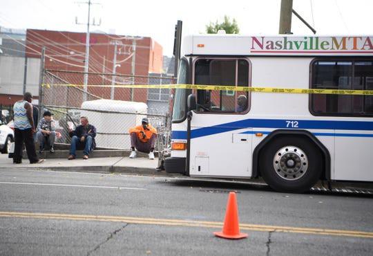 Ngủ trên vỉa hè, 7 người bị xe buýt cán chết - Ảnh 2.