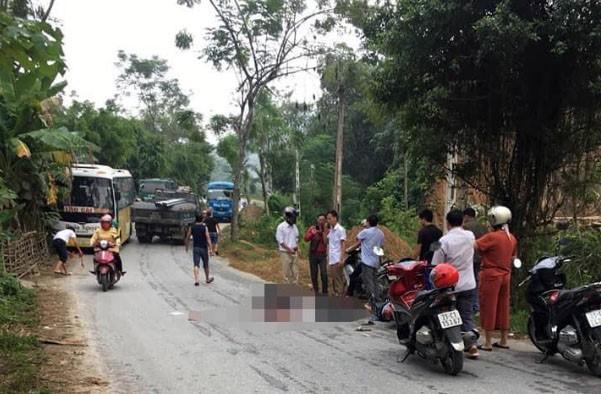 Tông phải chó chạy qua đường, chồng tử vong, vợ bị thương nặng - Ảnh 1.