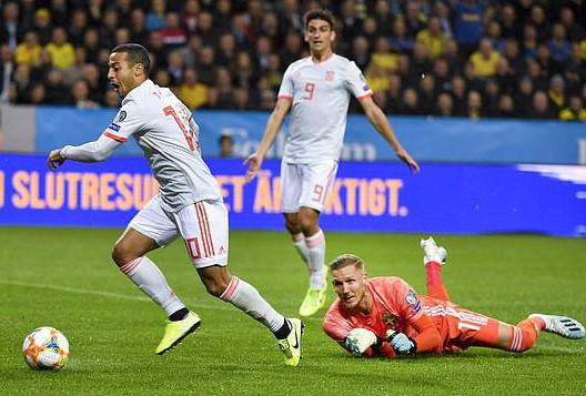Tây Ban Nha giành vé dự Euro, gieo sầu cho Quỷ đỏ Man United - Ảnh 2.