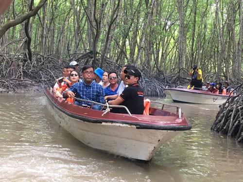 Tung tour kích cầu du lịch TP HCM - Ảnh 1.