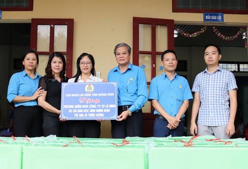 Quảng Bình: Hỗ trợ cơ sở vật chất cho trường học khó khăn - Ảnh 1.