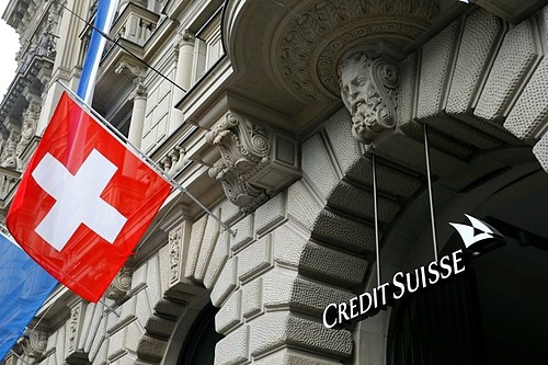 Chuyện lạ: Gửi tiết kiệm ngân hàng phải trả phí - Ảnh 1.