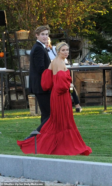 Mỹ nhân Jennifer Lawrence lên xe hoa ở tuổi 29 - Ảnh 5.