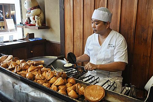 Tiệm bánh tiên tri ở Nhật Bản - Ảnh 1.