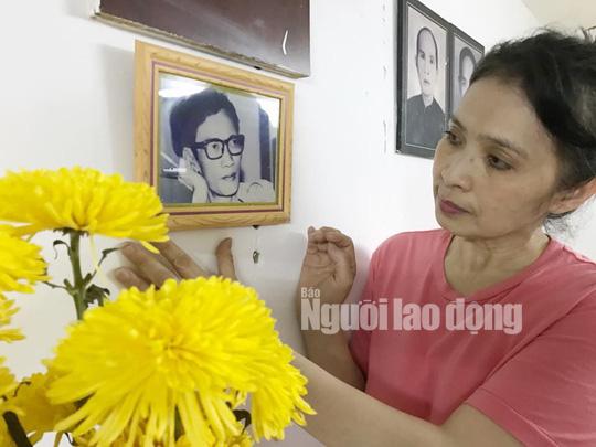 Con gái soạn giả Hoa Phượng trình làng kịch bản phim trong ngày giỗ cha - Ảnh 1.