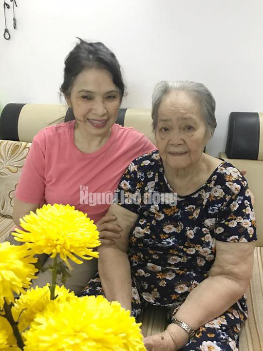 Con gái soạn giả Hoa Phượng trình làng kịch bản phim trong ngày giỗ cha - Ảnh 2.