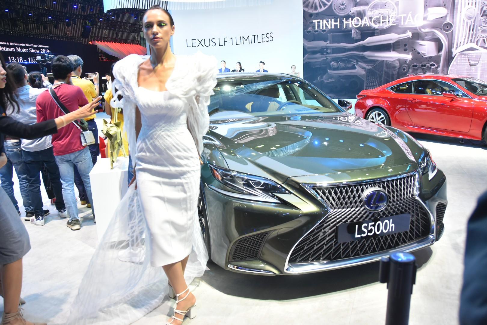 Gần 100 mẫu ôtô mới nhất trình diễn tại Vietnam Motor Show 2019 - Ảnh 7.