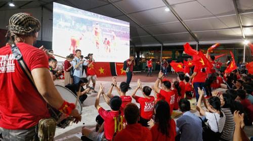 Cuộc thi sáng tác Bài hát cổ động bóng đá Việt Nam: Cất cao tiếng hát giữa thánh đường bóng đá - Ảnh 1.