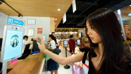 Thanh toán bằng nhận diện khuôn mặt đang phát triển mạnh mẽ tại Trung Quốc - Ảnh 1.