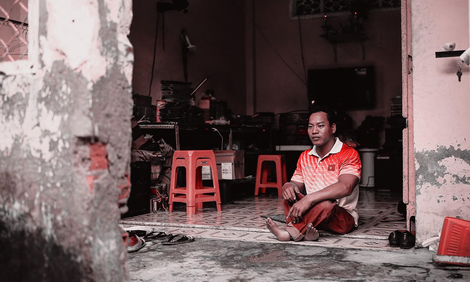 [eMagazine] - Lực sĩ khuyết tật đấu giá huy chương World Cup, giúp nữ sinh chữa bệnh hiểm nghèo - Ảnh 4.