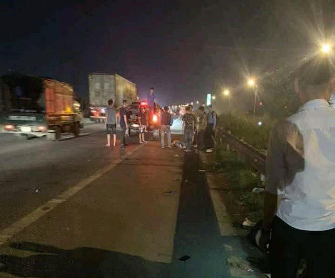 Nhóm công nhân bị ôtô tông trúng khi đang qua đường, 2 người tử vong, 1 người bị thương - Ảnh 1.