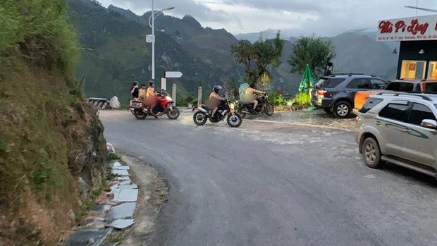 Xác minh thông tin nhóm người đàn ông khỏa thân đi xe máy, làm lố ở danh thắng Mã Pí Lèng - Ảnh 2.