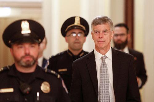 Mỹ: Tranh cãi chuyện nhân chứng ra điều trần luận tội - Ảnh 1.