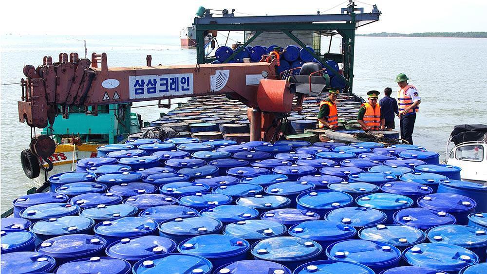 Buôn lậu xăng dầu trên biển: Cần sửa luật để xử lý hình sự - Báo Người lao  động