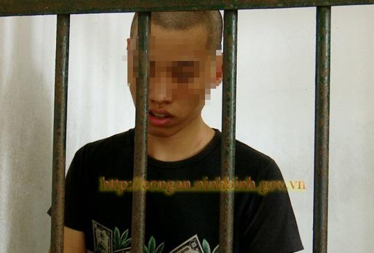 Thiếu niên 16 tuổi dùng dao đe dọa 3 cháu nhỏ cướp điện thoại, nhốt vào nhà để lấy tiếp xe đạp - Ảnh 1.